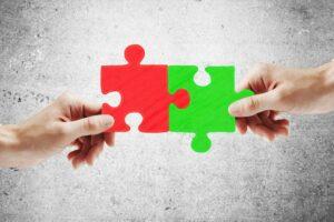 Mit den passenden Prozessen und Werkzeugen ist auch die Zusammenarbeit über mehrere Entwicklungsumgebungen vereinfacht.