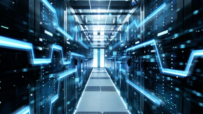 Aufnahme eines Korridors in einem funktionierenden Rechenzentrum voller Server und Supercomputer